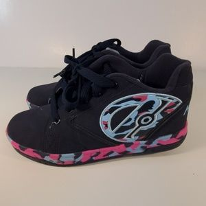 Geely sneakers size 5